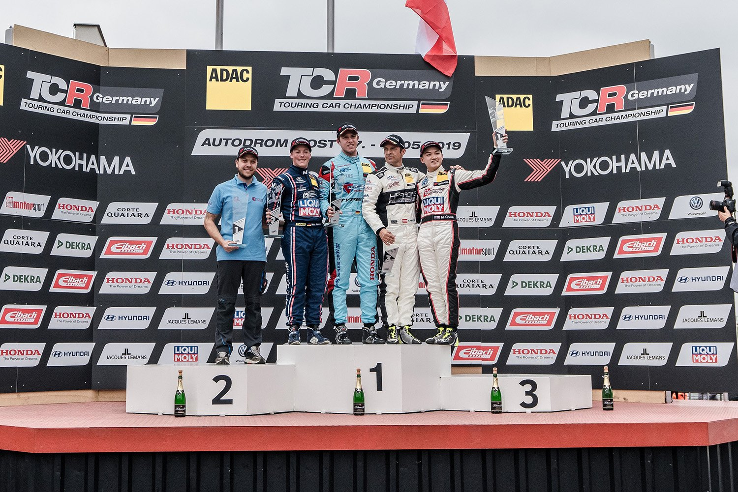 Mitchell Cheah takes Rookie victory in Autodrom Most for Volkswagen Team Oettinger