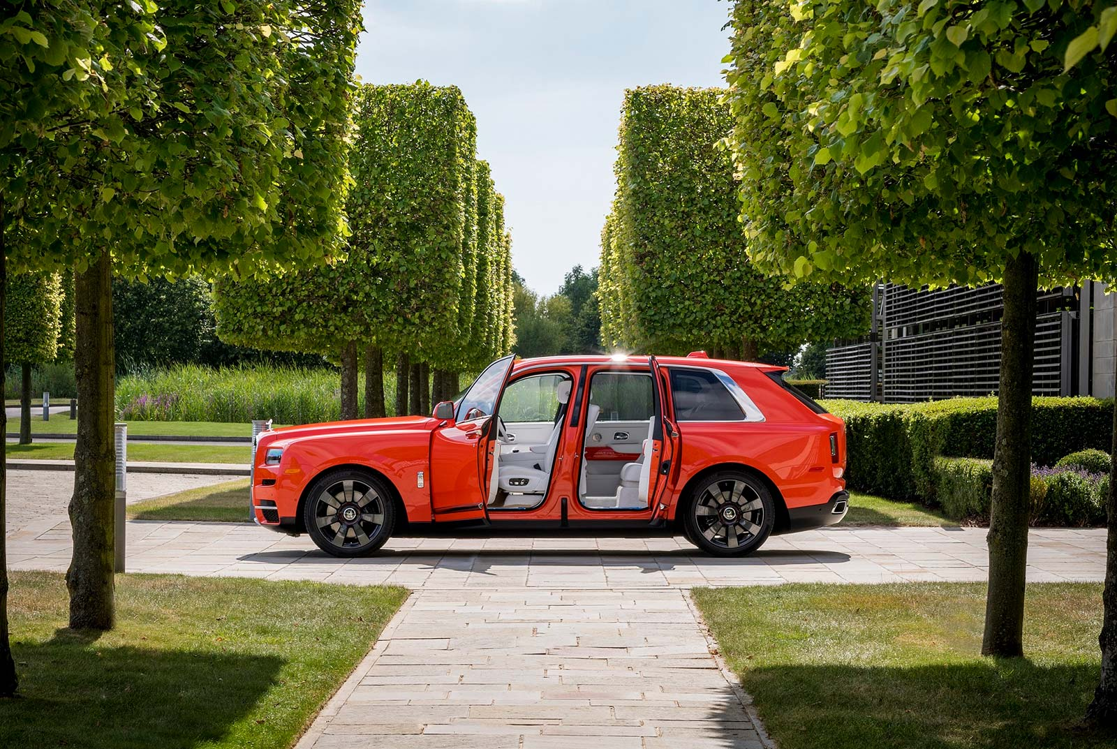 ROLLS-ROYCE MOTOR CARS PRESENTS BESPOKE 'CULLINAN IN FUX ORANGE' TO FAMED COLLECTOR