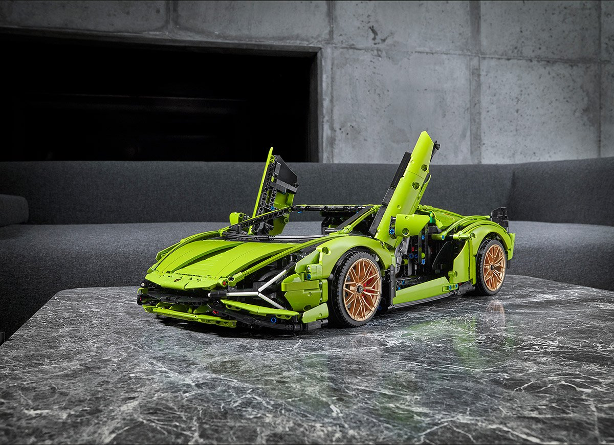INTRODUCING THE LATEST LEGO® THUNDERBOLT: THE LEGO® TECHNIC™ LAMBORGHINI SIÁN FKP 37 UNVEILED IN MINIATURISED SUPERCAR LAUNCH